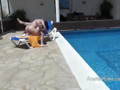 Sexe a la piscine avec couple francais exhibe devant notre cam voyeur
