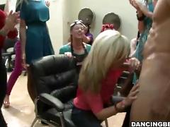 Hair salon full of horny women give bjs