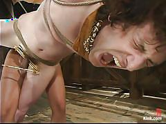 Asian mistress tortures the slave's cock