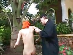Zum zofendienst abgerichtet
