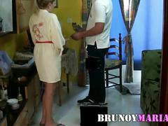 Maria de bruno y maria se folla al tecnico de la alarma en su casa