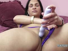 Amateur indian milf naomi shah toys herself.