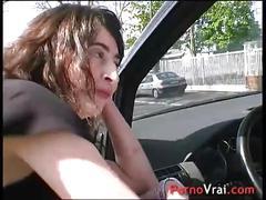 Squirt elle éjacule en pleine rue sans se retenir !!! french amateur
