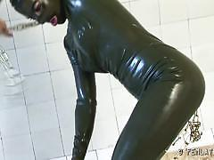 Flexible babe in latex suit stretching her body