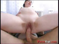 Elle veut donner une leçon à son mari et baise avec un hardeur ! french amateur