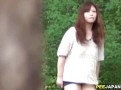 Japanese slut has a piss to perform