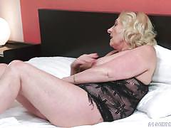 Old blonde fucked hard in her minge