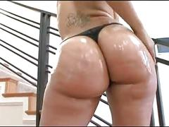 Thick latina oils up