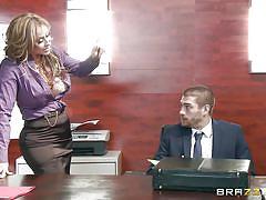 Latina with luscious titties plays naughty at work