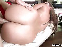 Cutie bounces her booty on a hard pecker