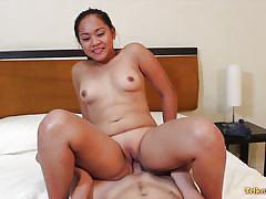 Asian babe does a great fuck routine