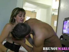 Mi mujer maria disfruta como una puta con este otro jovencito