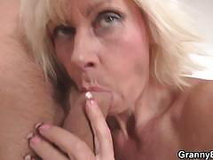 Aged granny pleases her boytoy with free fuck