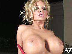 Busty whore lexxi tyler masturbating