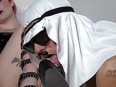 She got arab slaves to pleasure her foot fetish