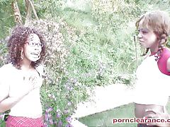 Ebony babe invited to lick some coed clit