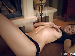 Gorgeous brunette eufrat rubs and fingers her cunt