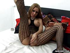 Sexy whore with big ass plays with hr cunt in solo