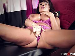Milf of the moment lisa ann masturbates