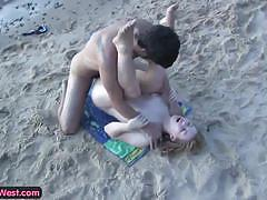 Blonde and boyfriend's beach fuck