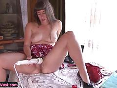 Mature lady orgasms with toys