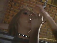 Threeway lesbian pussy fun in filthy dungeon