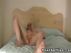 Amateur babe donna playing with her horny pussy.