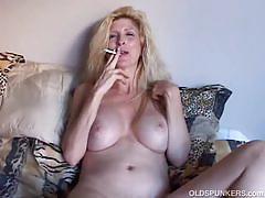 Smoking milf sugar rubs her mature pussy