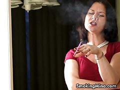 Mina is addicted in smoking and is a chainsmoker