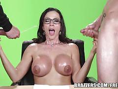 Ariella ferrera presents lottery numbers in a trio