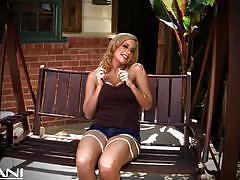 Mariah madisynn rubs her cherry