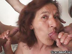 Granny models for young students and gets fucked