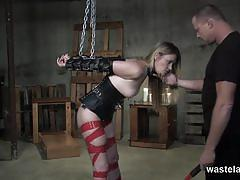 Kinky slave gives in to her master