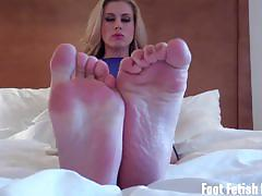 Lick my heels and my feet for a nice and gentle fj