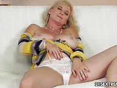 Monik in anal granny