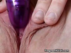 Preggy chick kristi toying her clit in closeup