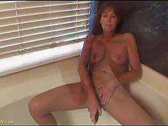 Mature beauty cynthia masturbates with a vibrator