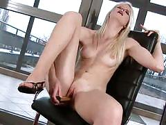 Samantha heat doing fine for her first time toying