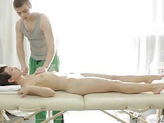 Pussy massage for amateur chick