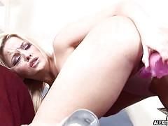 Alexis texas toys her cunt