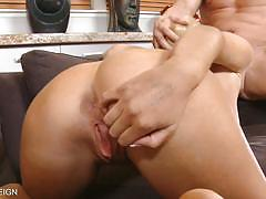 Tasha reign blows a big cock with lust