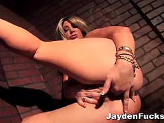 Voluptuous jayden james likes to get her twat wet