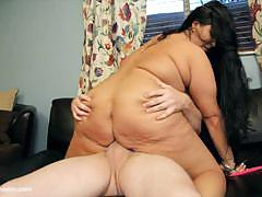 Obese aire fresco grinds her fat cunt on cock