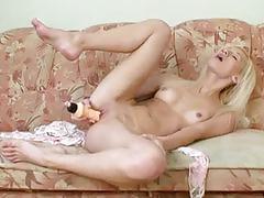 Blonde babe allysah masturbates