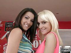 Leyla black licking and toying cindy hope
