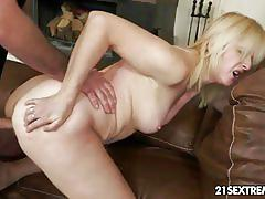 Jennyfer is a horny mature