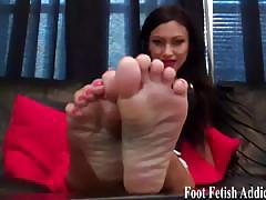 Suck my sexy toes while you jack off your dick.
