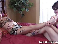 Feet licking good and sloppy wet footjob