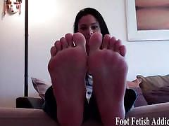 Pretty feet and toes for you to suck
