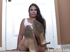 Gorgeous dommes tease you with their amazing feet